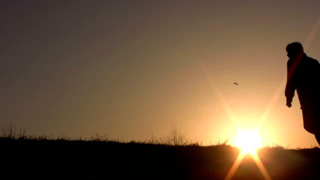 walking family sunset video