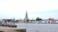 4K  Wat Arun Temple or (Wat Arun Ratchawararam Ratchawaramahawihan) across Chao Phraya River video