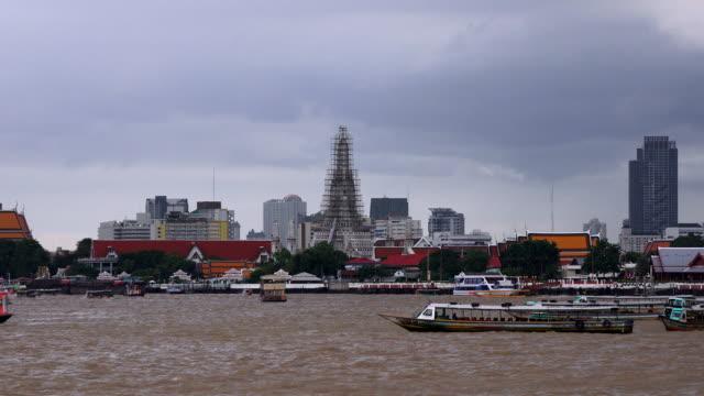 Wat Arun, Wat Arun, Ratchawaram, see the Chao Phraya River. video