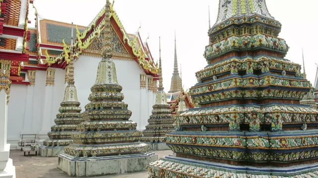 Wat Pho (Temple of Reclining Buddha) video