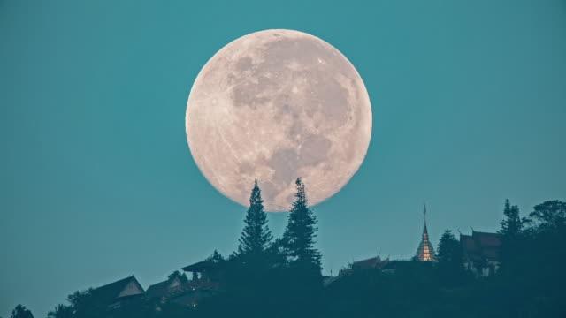 Wat Phra That Doi Suthep with full moon video