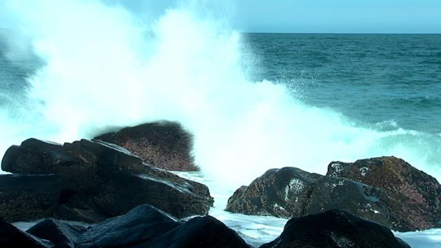 wave in the rocks video