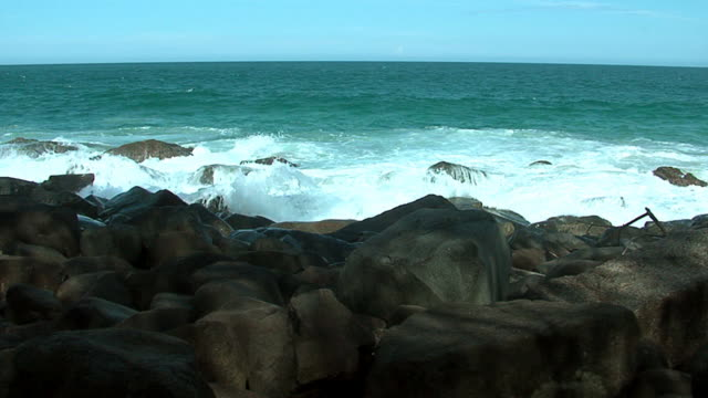 waves in the rocks video