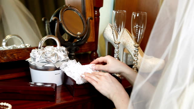 DOLLY: Wedding Accessories For The Bride video
