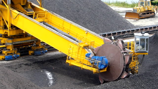 Wheel excavator for digging the coal video