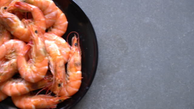 Whole Cooked Tiger Prawn with salt video