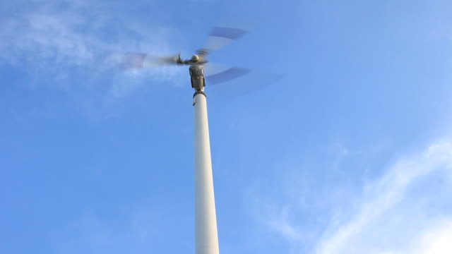 Wind turbine spinning video