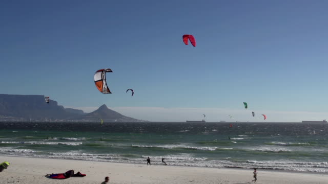 Windsurfers on the famous Bloubergstrand beach, Cape town video