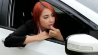 woman applying makeup while in the car video