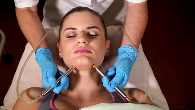 Woman at the beautician. Bio gas oxygen therapy. video