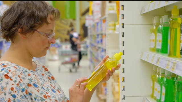 woman buys cleaning products in a supermarket video