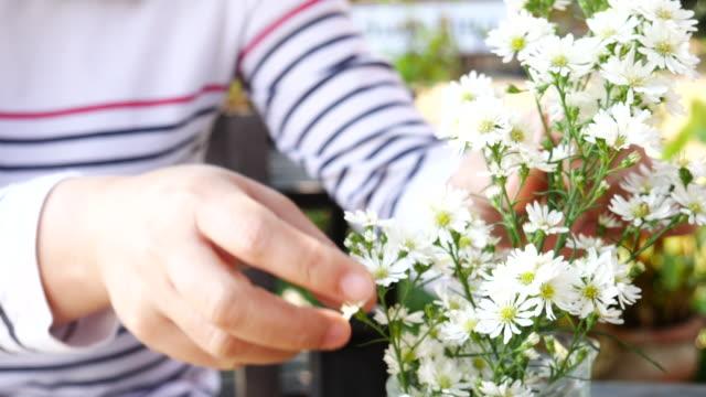 Woman florist working flowers , 4k(UHD) video