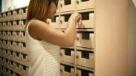 Woman opens mailbox video