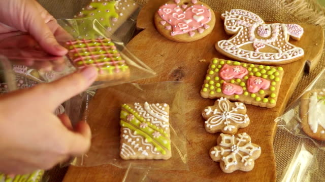 Woman packs gingerbread video