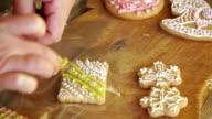 Woman packs gingerbread video