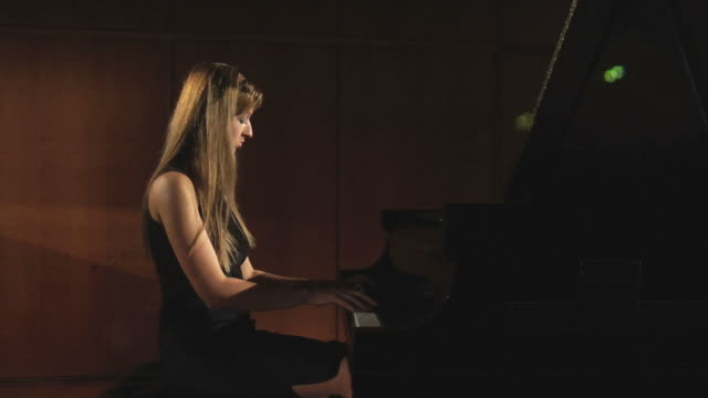 HD DOLLY: Woman plays piano on stage video