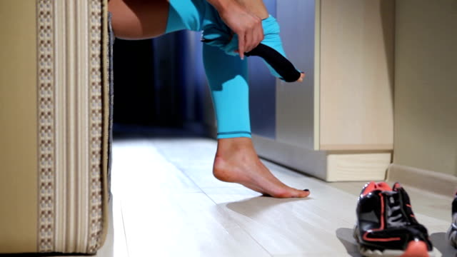 Woman preparing to exersise in the gym. video