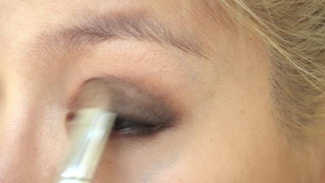 woman using eyeshadow blush makeup beauty video