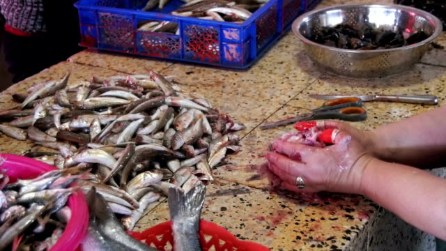 Woman Vendor Cut Up the Fish in the Fish Market. Slow Motion video