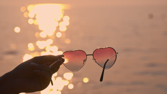 SLO MO Women sunglasses in the shape of a heart video