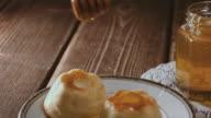 Wooden honey stick watering cheesecake video