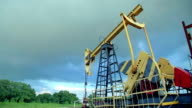 Working oil pumps video