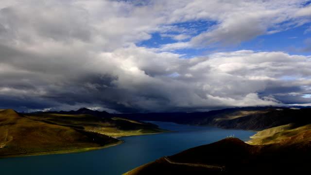 Yamzhog Yumco Lake in Tibet video