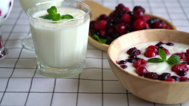 yogurt with mixed berries video
