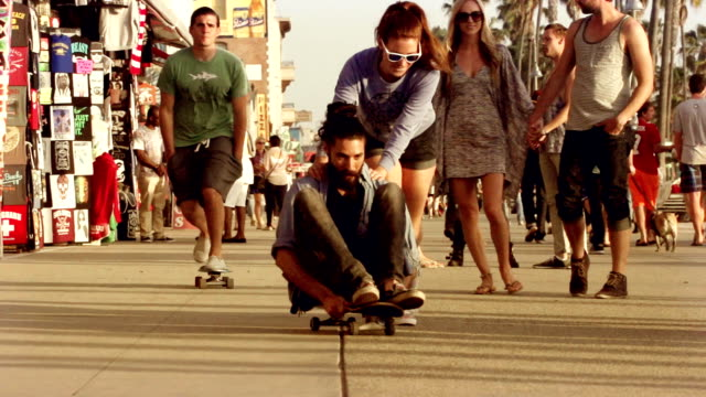 Young Couple Skateboarding Venice Beach Los Angeles. video