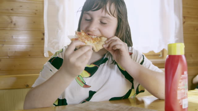 MS Young girl having an overeating problem video