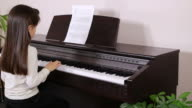 Young girl plays piano video