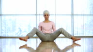 Young woman doing the splits. video