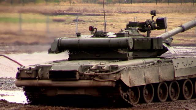 Zhukovsky. Russia. 17 aug 2014: Russian army. Tank T-80U rotating gun turret. video