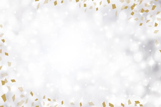 bildbanksillustrationer, clip art samt tecknat material och ikoner med oskärpa elegance silverfärgad bakgrund med vit bokeh ljus och blinka stjärna och guld konfetti flyger sprida och copyspace för design på speciella dag såsom merry christmas festival, gott nytt år 2019 firande, nationella event - årsdag