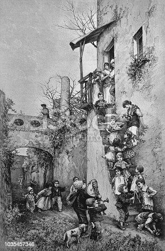 Children play in the courtyard - 1895