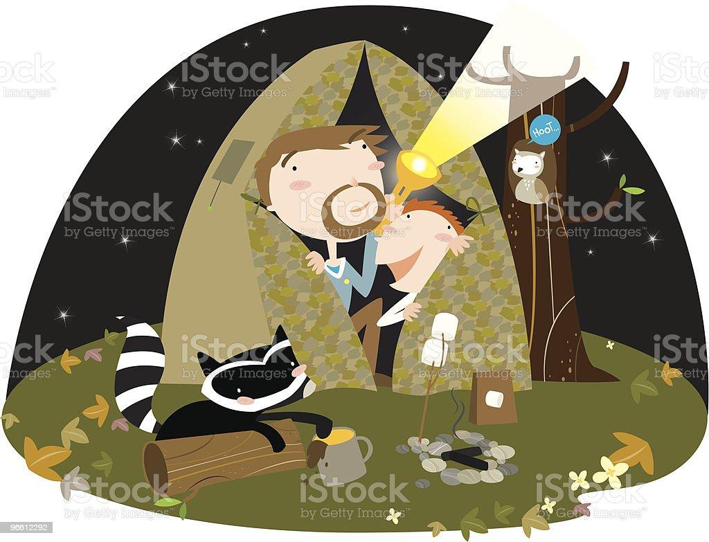 Padre e hijo campamento en Vista nocturna de la carpa - arte vectorial de Adulto libre de derechos