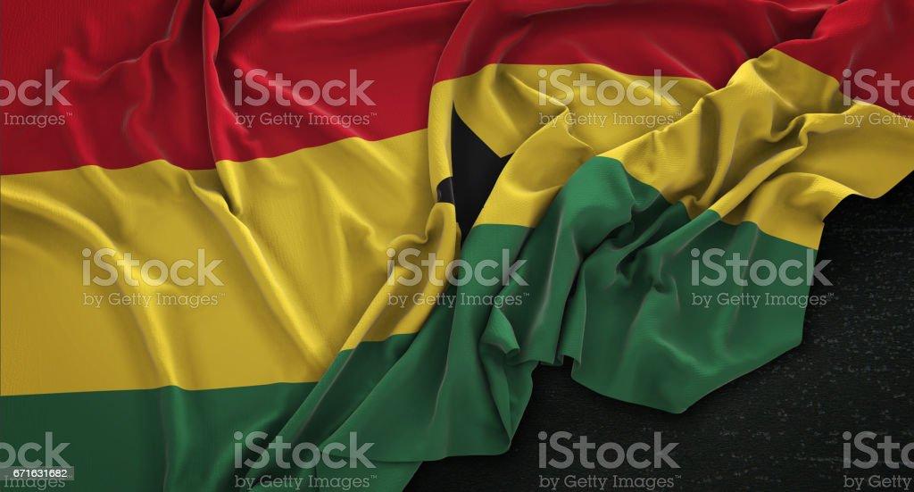 Bandera de Ghana arrugada sobre fondo oscuro 3D Render - ilustración de arte vectorial