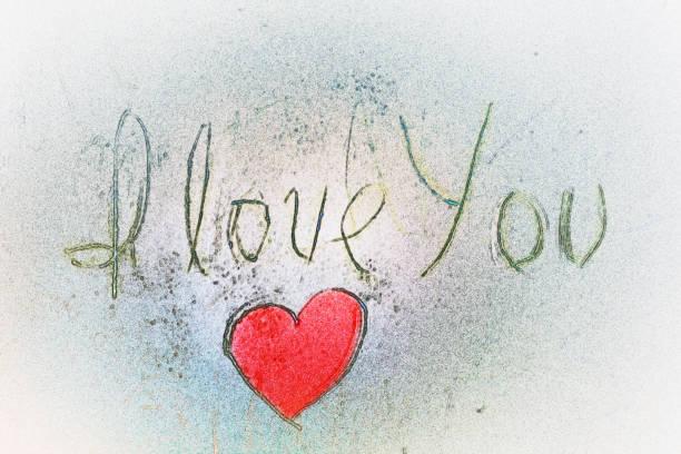 ilustraciones, imágenes clip art, dibujos animados e iconos de stock de te amo mano letrar y rojo en forma de corazón - tipos de letra de tatuajes