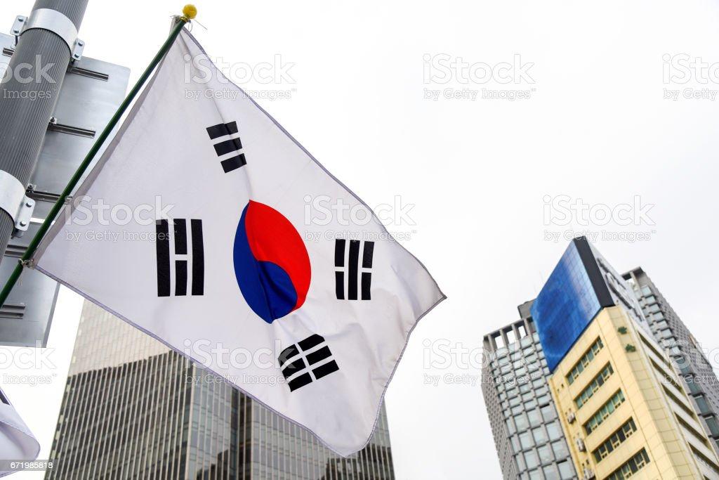 韓国 flage と背景を構築 のイラスト素材 671985818 istock
