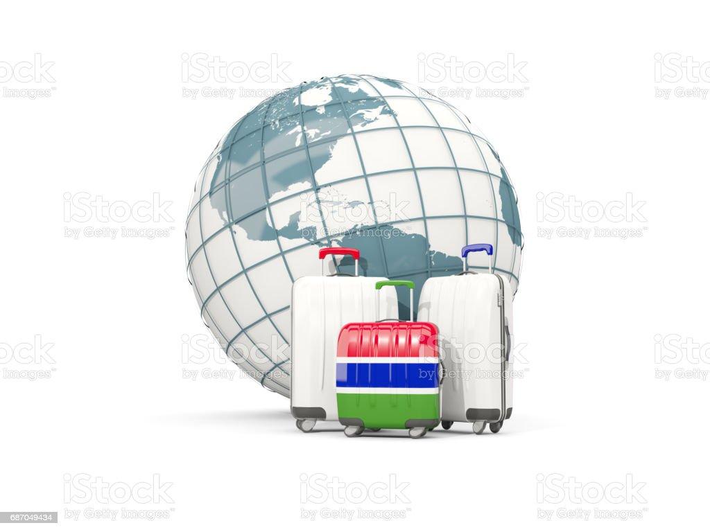 Gepäck mit Flagge von Gambia. Drei Taschen vor Globus Lizenzfreies gepäck mit flagge von gambia drei taschen vor globus stock vektor art und mehr bilder von auswanderung und einwanderung