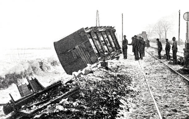 bildbanksillustrationer, clip art samt tecknat material och ikoner med järnvägen olycka i österrike, karlsdorf - derail