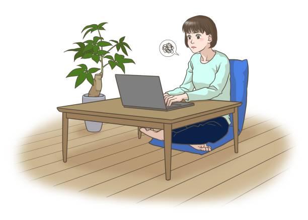 顔をしかめた遠隔労働または遠隔学習の若い女性 - 大学生 パソコン 日本点のイラスト素材/クリップアート素材/マンガ素材/アイコン素材