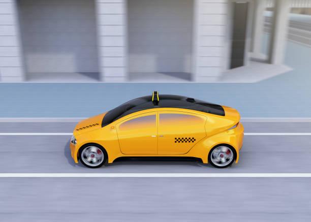 bildbanksillustrationer, clip art samt tecknat material och ikoner med sidovy av gul taxi passerar korsningen - diagonala övergpångsställ