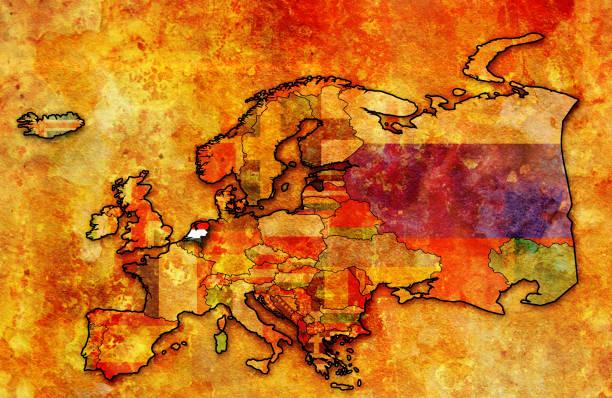 stockillustraties, clipart, cartoons en iconen met grondgebied van nederland met de vlag op de kaart van europa - eindhoven