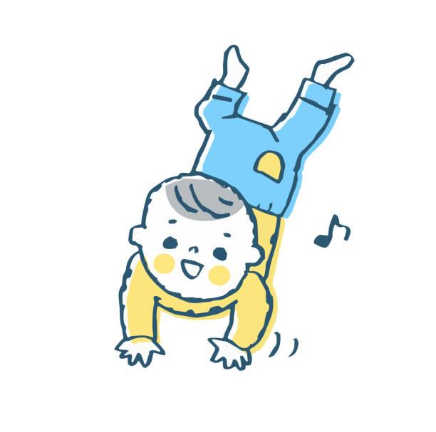 stockillustraties, clipart, cartoons en iconen met de baby kruipt op de vloer - alleen één jongensbaby
