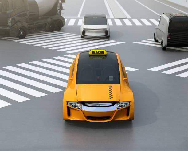 bildbanksillustrationer, clip art samt tecknat material och ikoner med gula eldrivna taxi körning på gatan - diagonala övergpångsställ