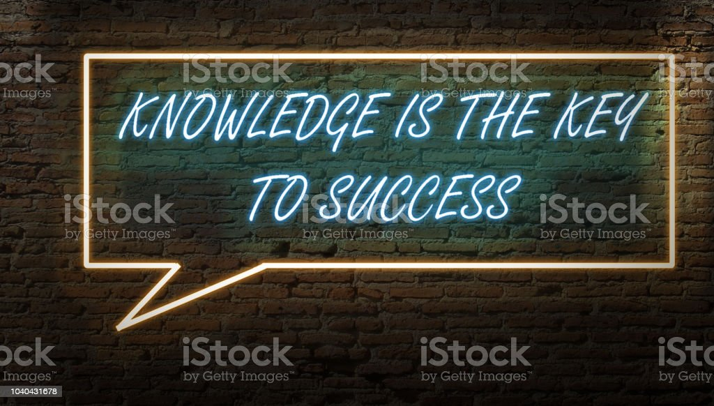 KNOWLEDGE IS THE KEY TO SUCCESS NEON SIGN WITH BUBBLE CHAT SIGN DARK stock photo