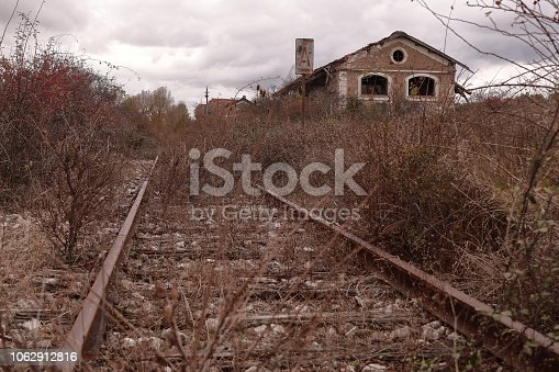 istock LINE OF RAILWAY  ABANDONED NEXT TO AN OLD STATION 1062912816