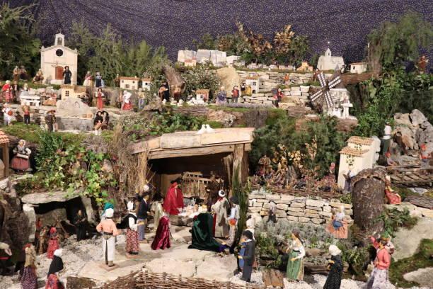 crèche de noël - santons de provence - santon provence photos et images de collection