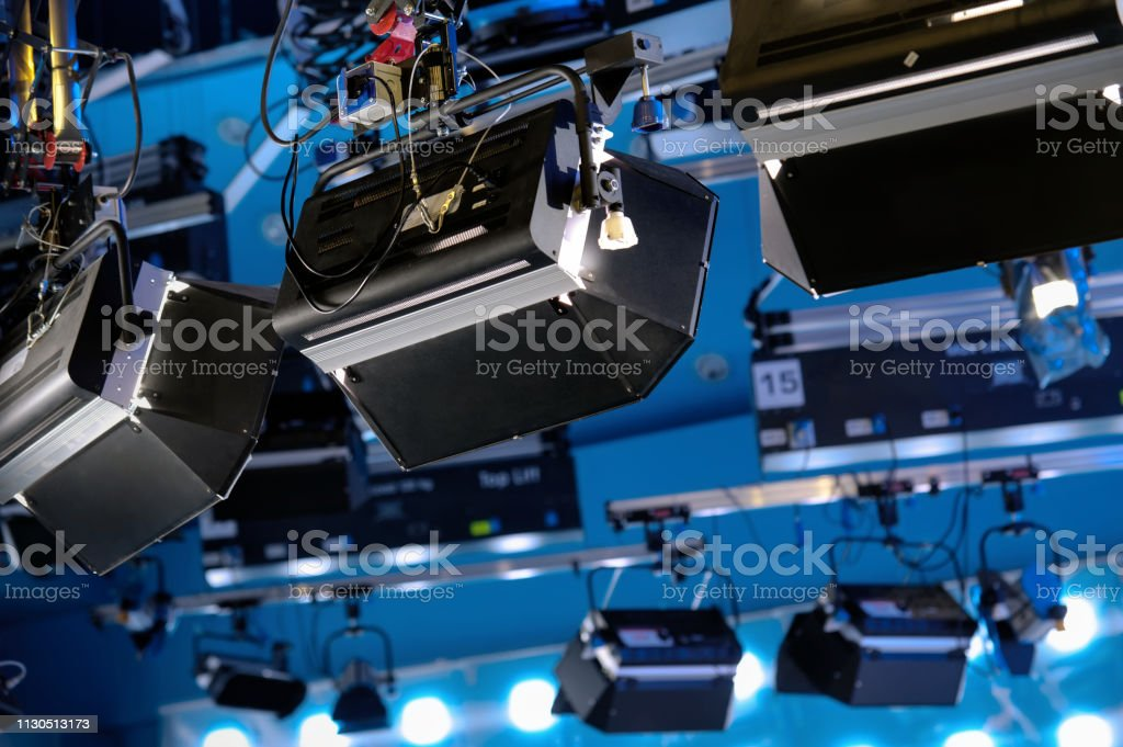 LIGHTING DEVICES IN A TELEVISION STUDIO – Foto